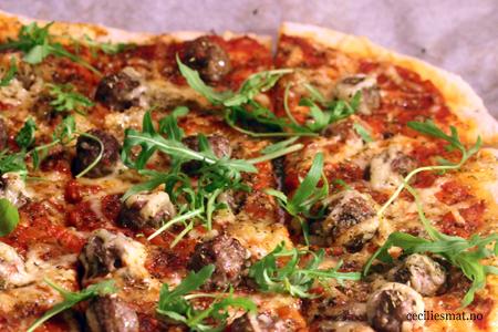 Pizza-med-kjøttboller