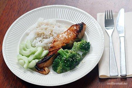 glasert-laks-med-brokkoli-og-agurk