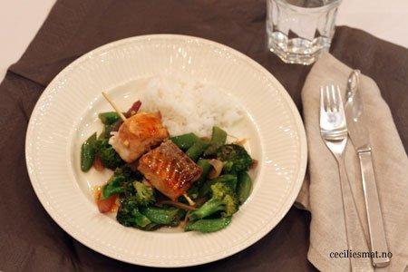 Soyamarinert-laks-med-wokede-grønnsaker