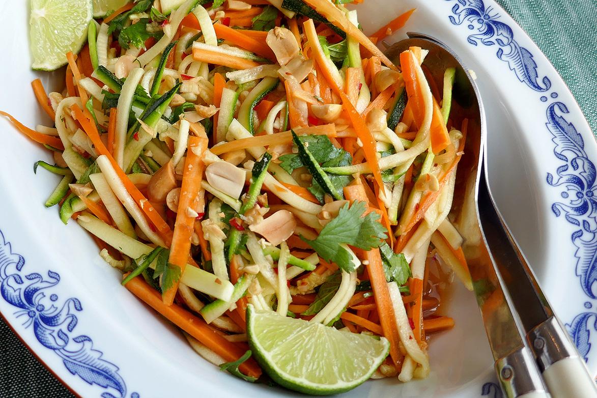 Thaisalat med gulrot og squash