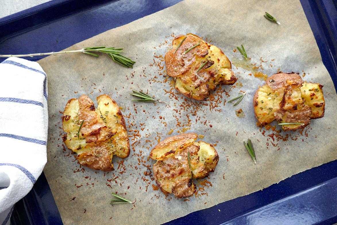 Knuste poteter med rosmarin og parmesan