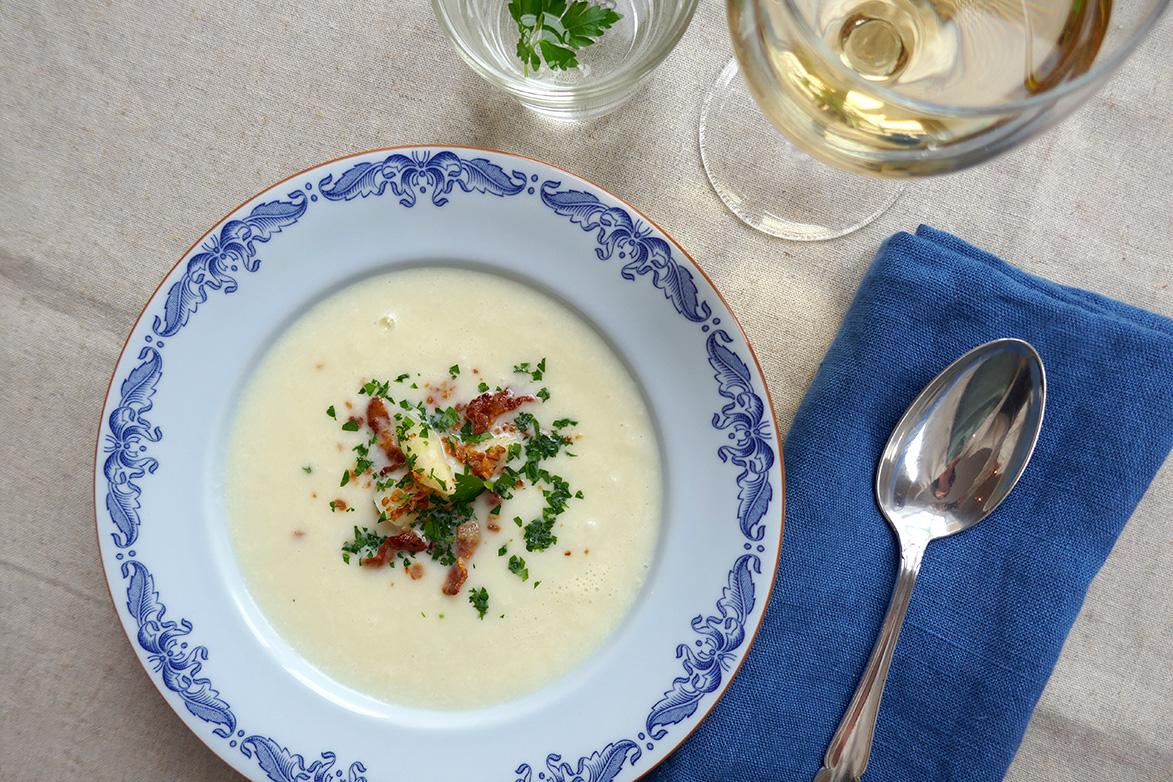 Aspargessuppe av hvit asparges