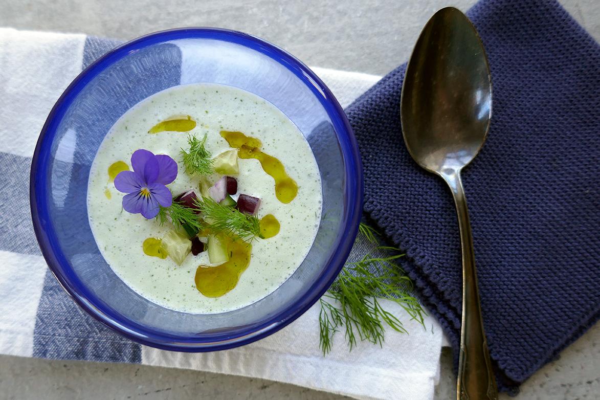 Kald yoghurt og agurksuppe