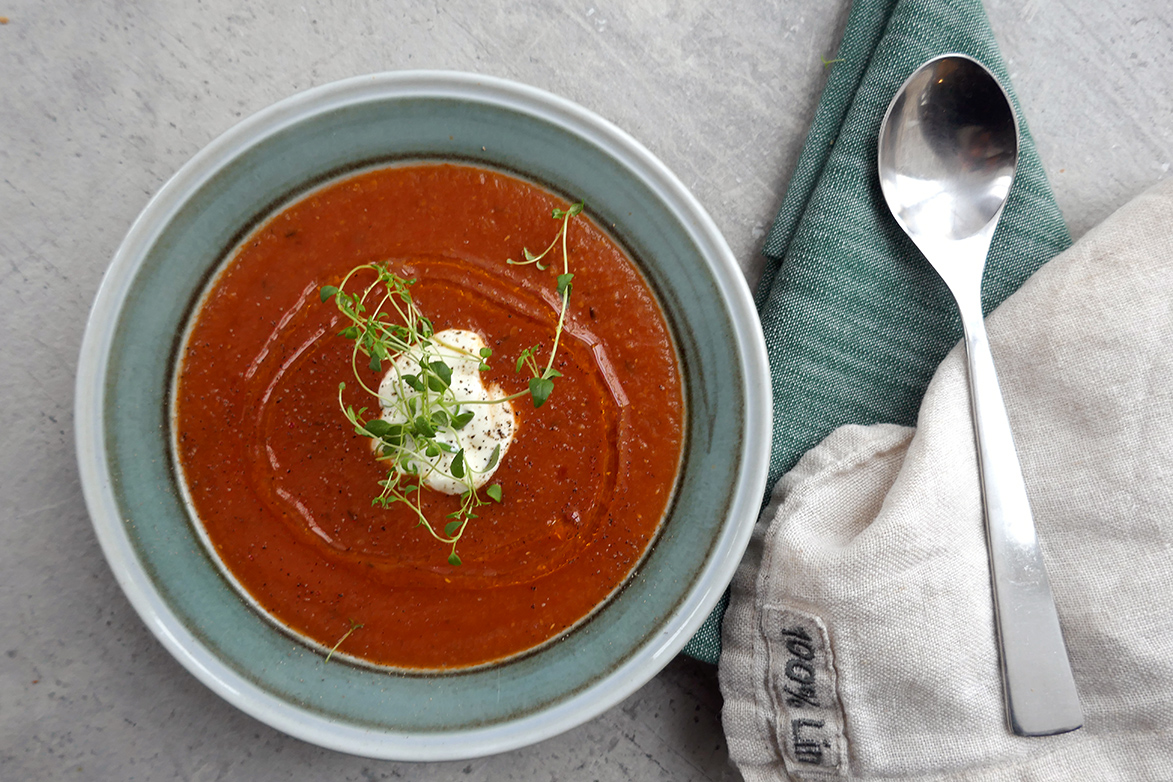 Rød linsesuppe med tomater