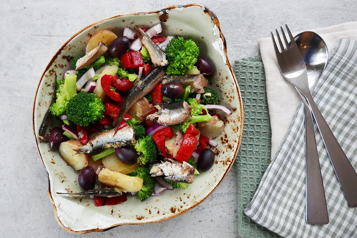 Oppskrift Salat med sardiner og poteter